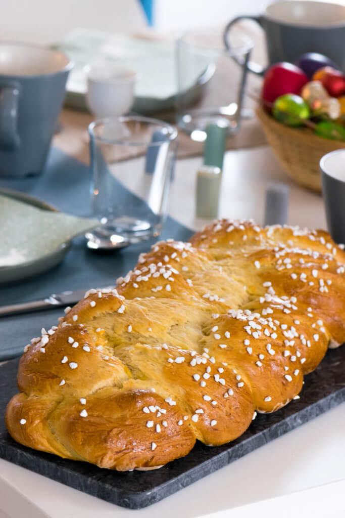Hefezopf zum Frühstück völlig stressfrei - so backst du den perfekten Hefezopf.