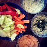 Dreierlei: Pesto-Dip, Feta-Dip, Joghurt-Kräuter-Dip