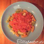Pasta-Tag: Nudeln in Tomatensauce mit Mozzarella