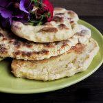 Naan Brot Pizza – orientalisches Hackfleisch mit Minzjoghurt