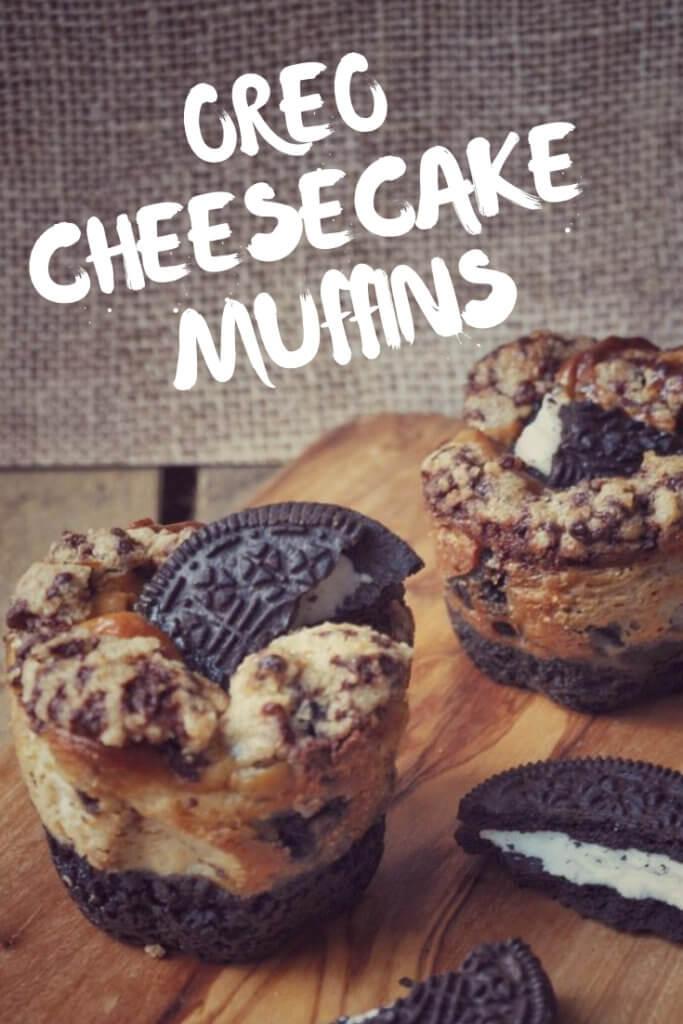 Oreo Cheesecake Muffins mit vielen Oreo Keksen, leckerer Oreo Cheesecake Füllung und kleinen Teigstückchen on top. Lecker, einfach gemacht und sehr beliebt