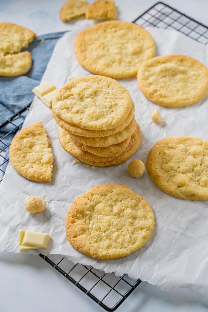 American Cookies selber machen - mit diesem einfachen Rezept gelingen sie dir garantiert. Flache Kekse, in der Mitte wunderbar weich. Auch für den Thermomix.