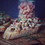 Krabben Crostini – knuspriges Baguette mit Dill, Zitrone und Krabben