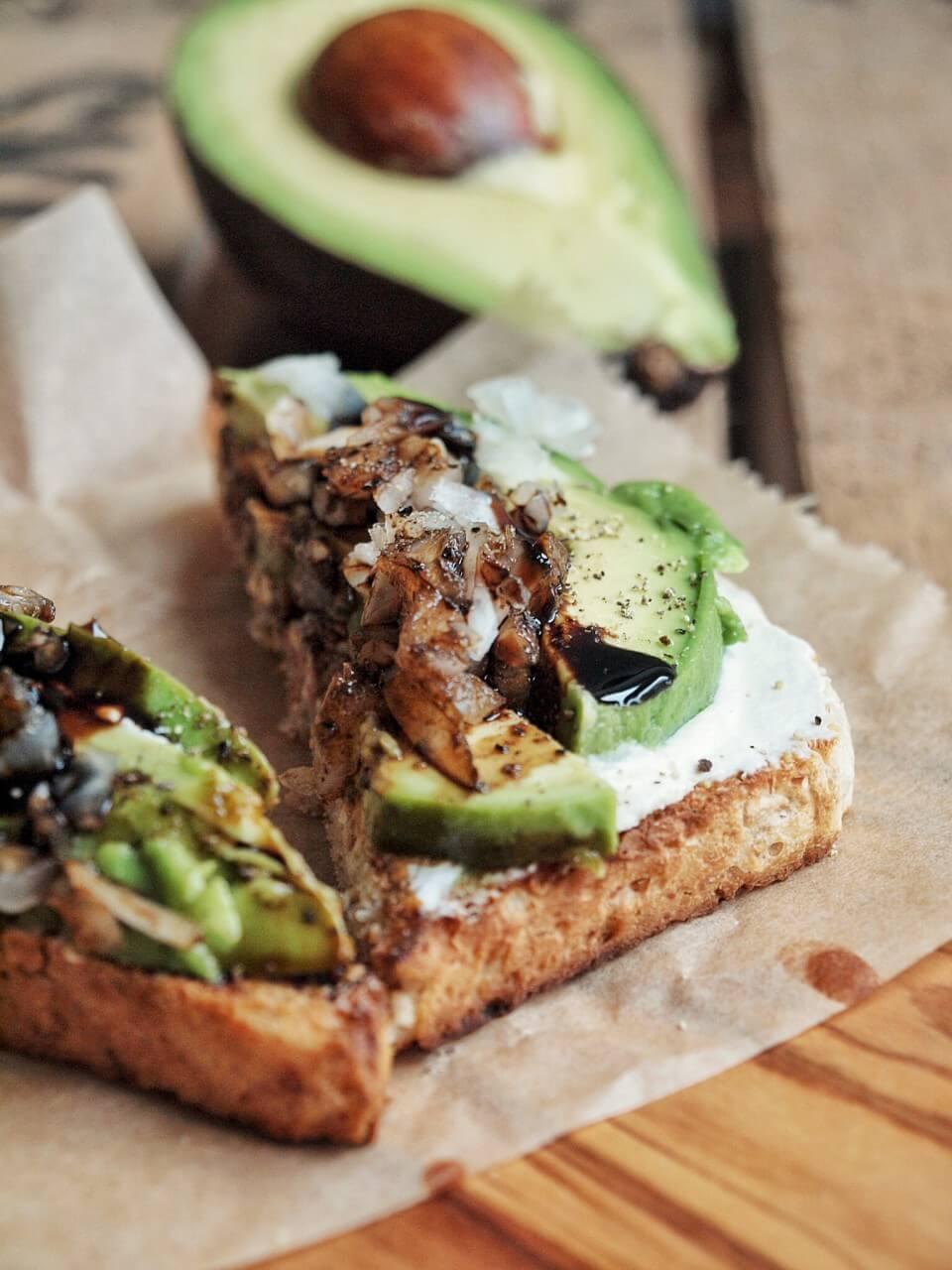 Rezept für Avocado Toast mit Frischkäse