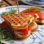 "Extra fluffige Buttermilch Waffeln oder das ""Doppeldecker Frischkäse-Lachs-Waffel-Sandwich"""