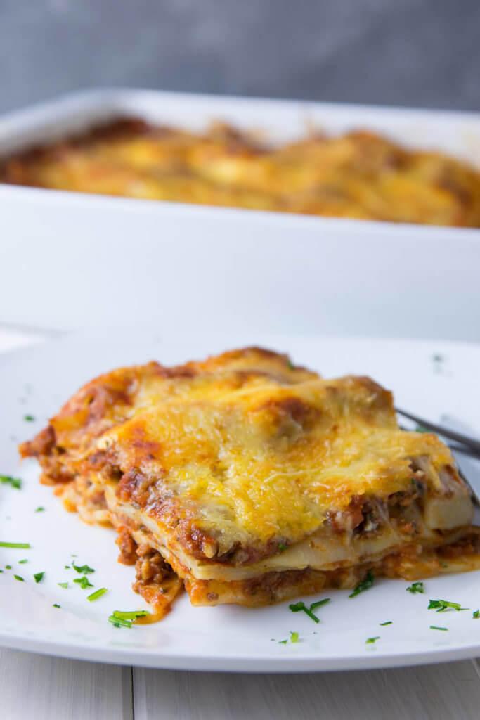 Lasagne mit Nudelplatten, Bechamel und Bolognese Sauce ganz einfach selber zubereiten - ich finde sie schmeckt besser als in so manchem Restaurant