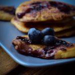 Blaubeer Pancakes mit Buttermilch und Ahornsirup