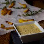Knusprige Thymian Pommes aus dem Ofen mit zweierlei Dips und Spieß