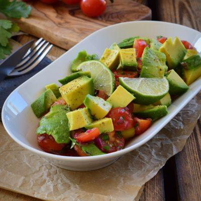 Herrlich frischer Avocado Tomaten Salat