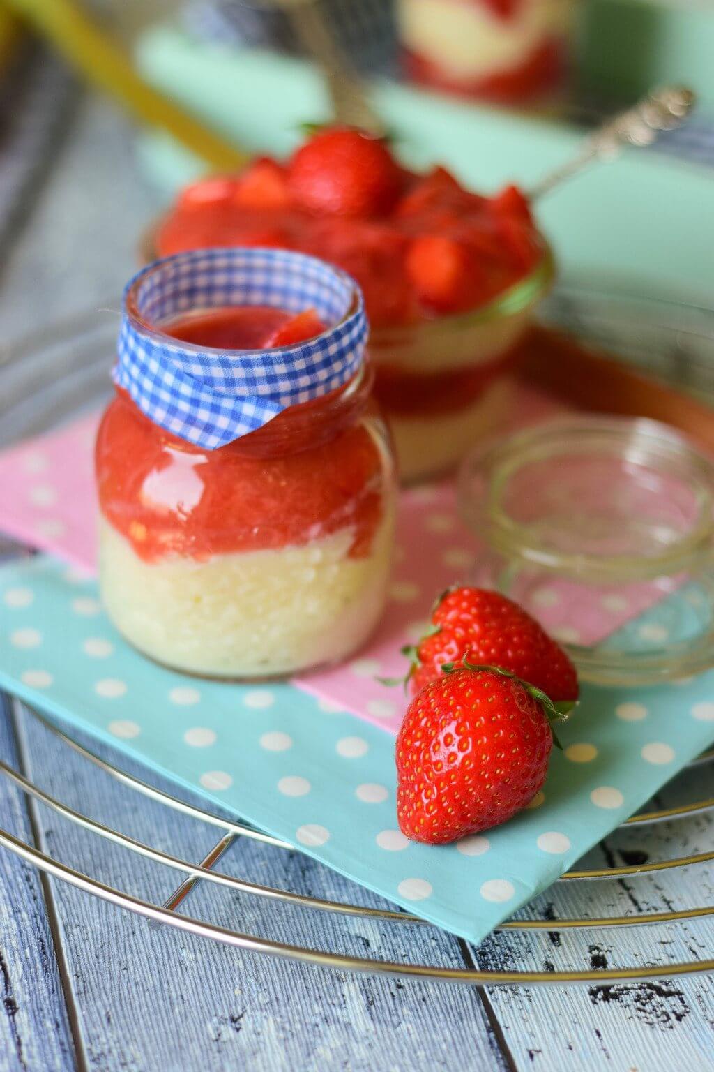 Grießbrei mit Erdbeer Rhabarber Kompott