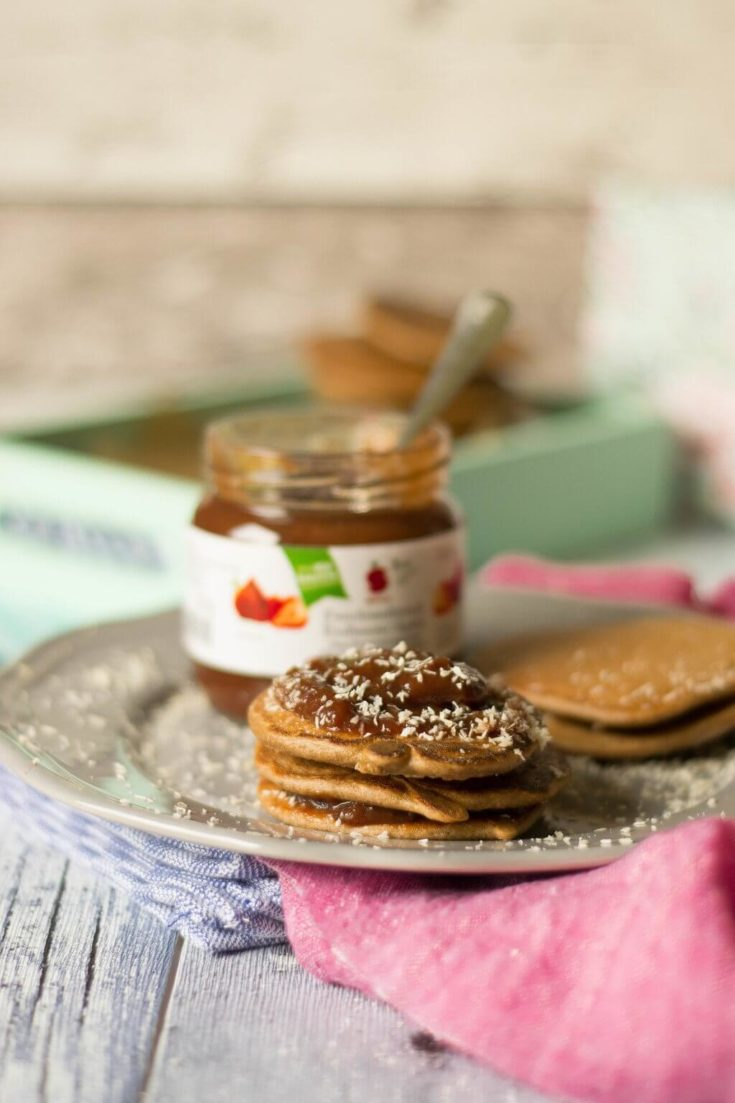 Hafer-Dinkel Schoko Pancakes mit Banane und Kokos
