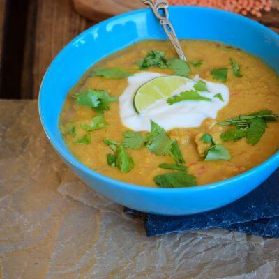 Linsen Kokos Suppe mit Pute und Joghurt Topping