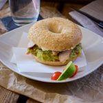 Der beste Teriyaki Chicken Guacamole Bagel Burger
