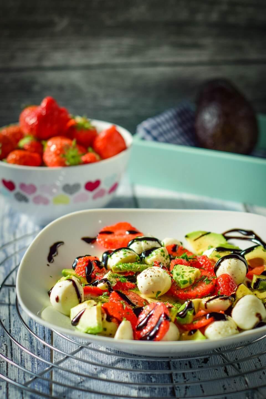 erdbeer avocado salat
