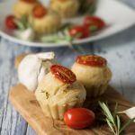 Rezept für herzhafte Foccacia Muffins mit Rosmarin und Tomate