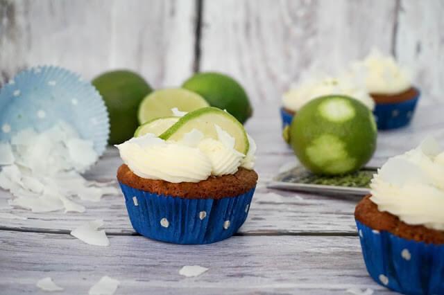 Jessis Schlemmerkitchen - Kokos-Cupcakes mit Limetten-Buttercreme