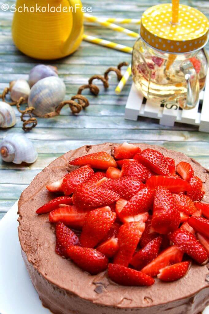 Schokoladenfee - Mousse-au-Chocolat-Törtchen mit Erdbeeren