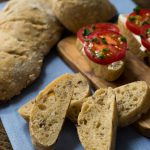 Aromatisches Oliven Tomaten Brot