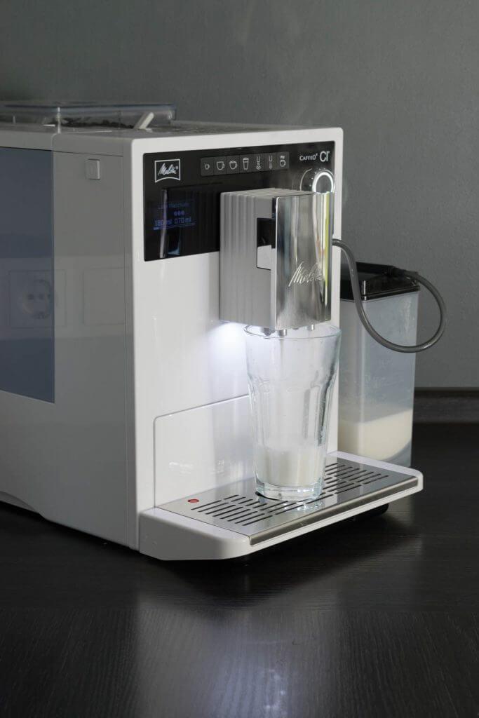 Melitta Kaffeevollautomat und Milchbehälter
