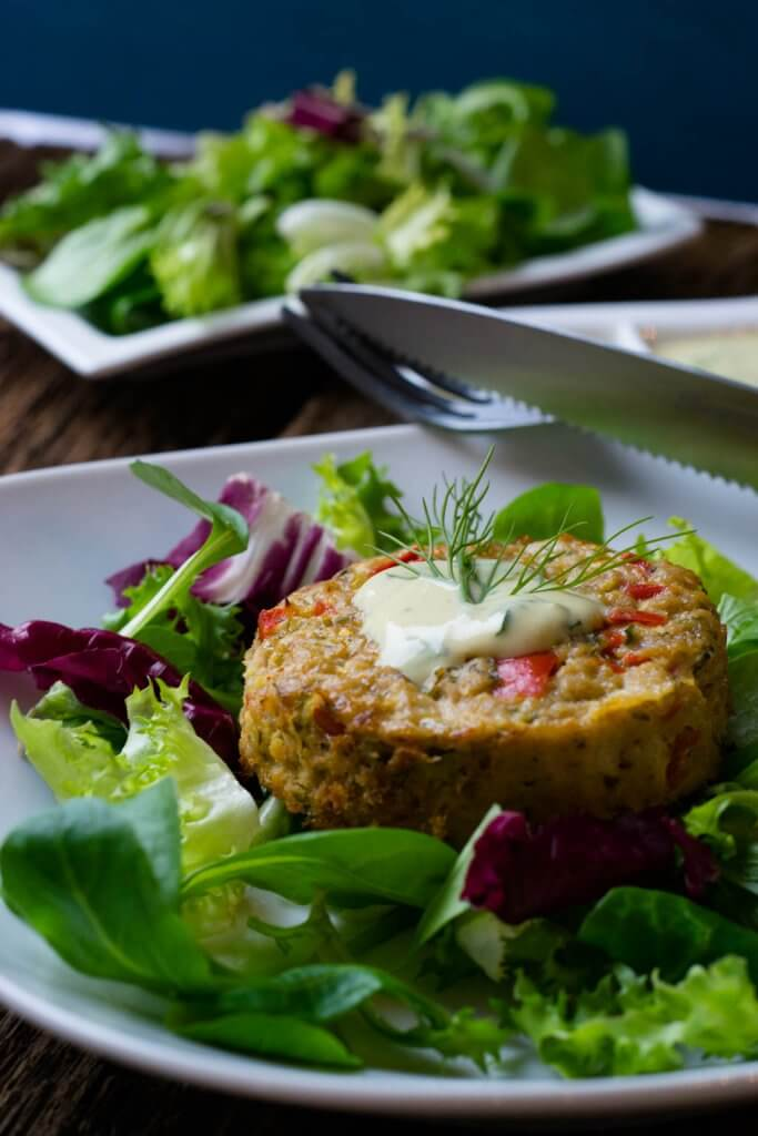 Tolles Rezept für Thunfischmuffins mit Honig Senf Dip und Salat