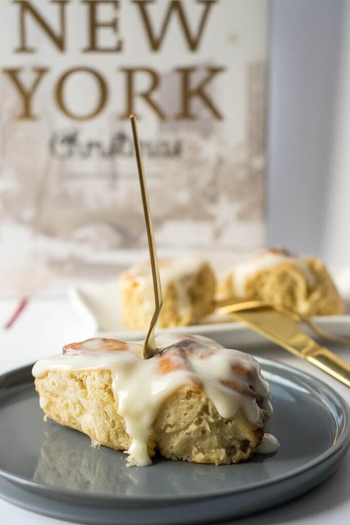 Superweiche Cinnamon Rolls mit Frischkäse Glasur aus New York Christmas