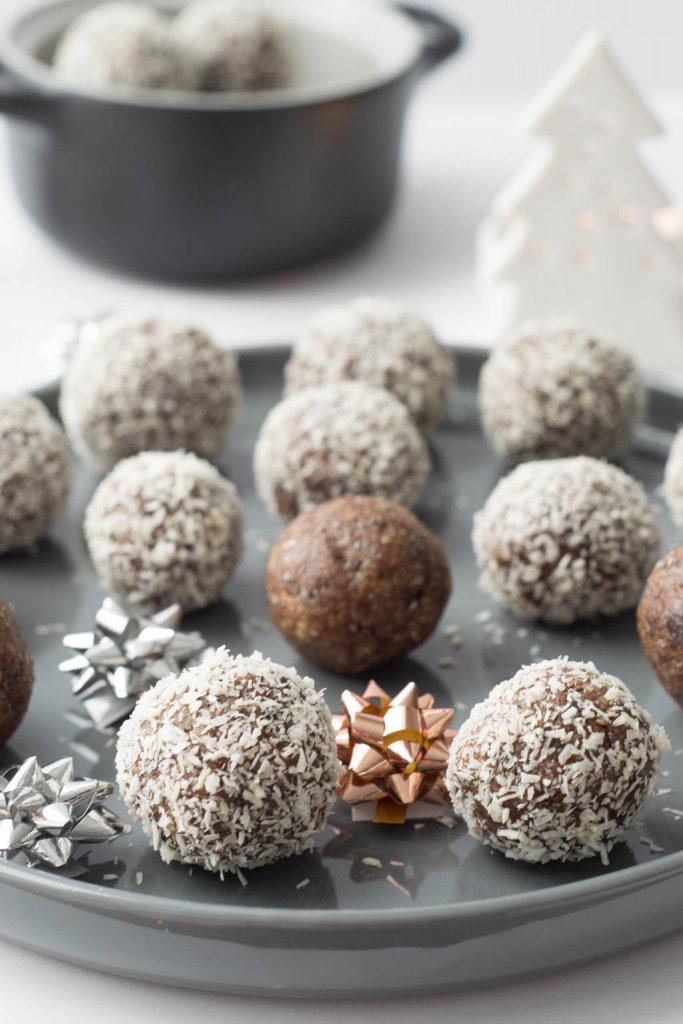 Energyballs mit Datteln, Zimt und Mandeln, super lecker und gesund