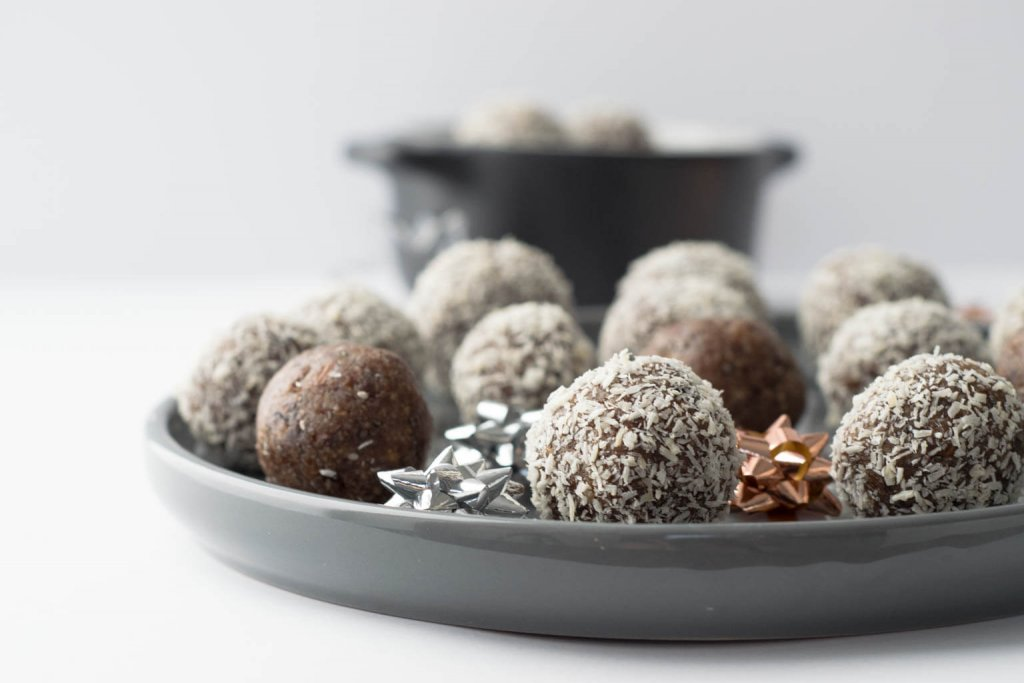 Gesunder Snack für die Arbeit - Energyballs mit Pecannüssen und Datteln