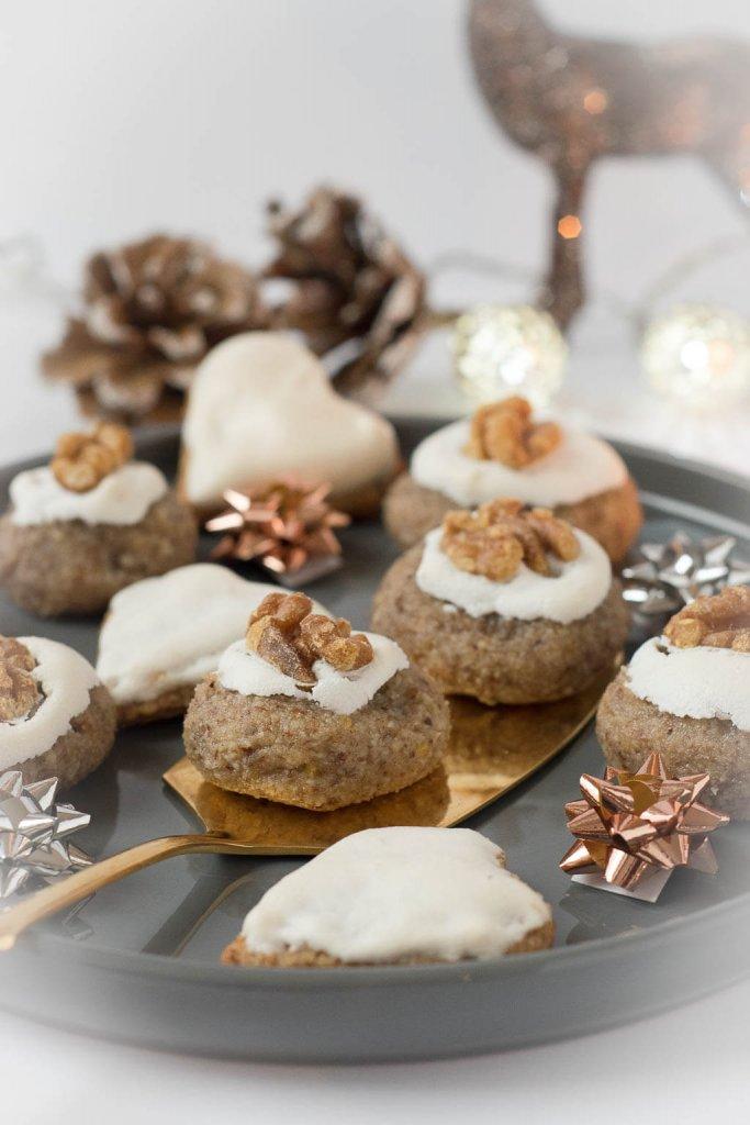 Marzipan Plätzchen mit Zimt, Mandeln und Nüssen