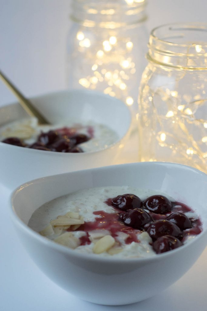 Weihnachten wie in Bullerbü mit Milchreis, Mandeln und Kirschen