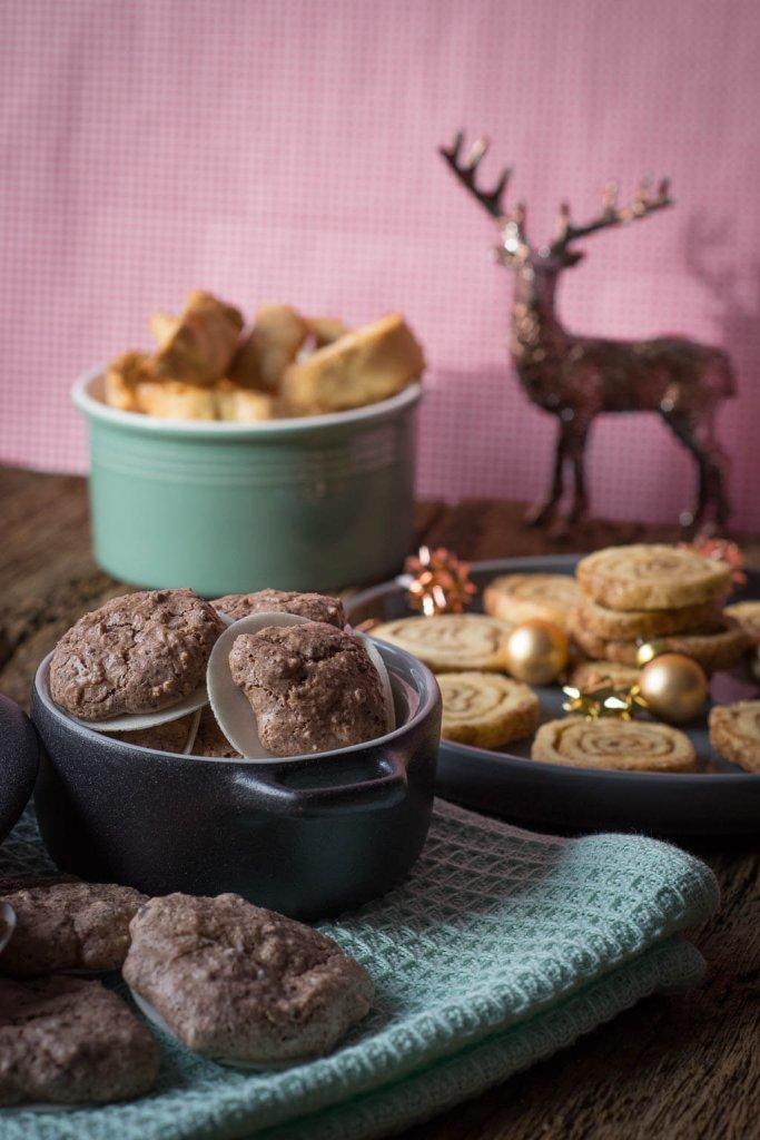 Weihnachtsbäckerei mit Mandel Schokoladen Makronen