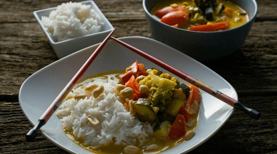 Vegetarisches Thai Curry mit Erdnüssen
