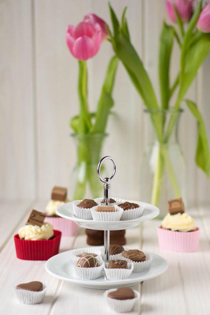 Nougatpralinen und Cupcakes zum Valentinstag
