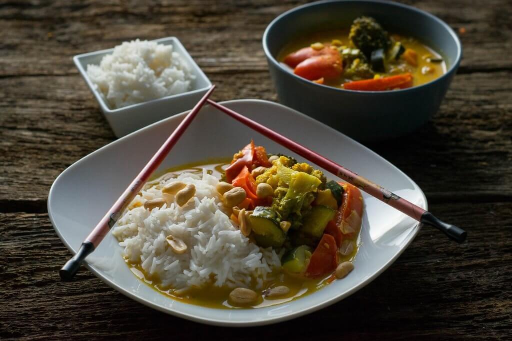 Thai Curry mit Kokosmilch und Erdnuss Erdnuss