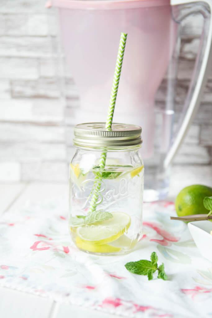Gesunde Ernährung - Erfrischungsgetränk Limette Minze