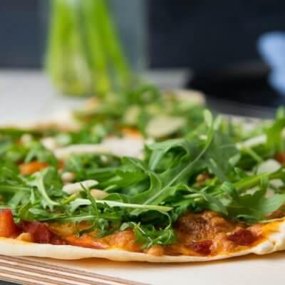 Super dünner und mega knuspriger Dinkel Pizzateig