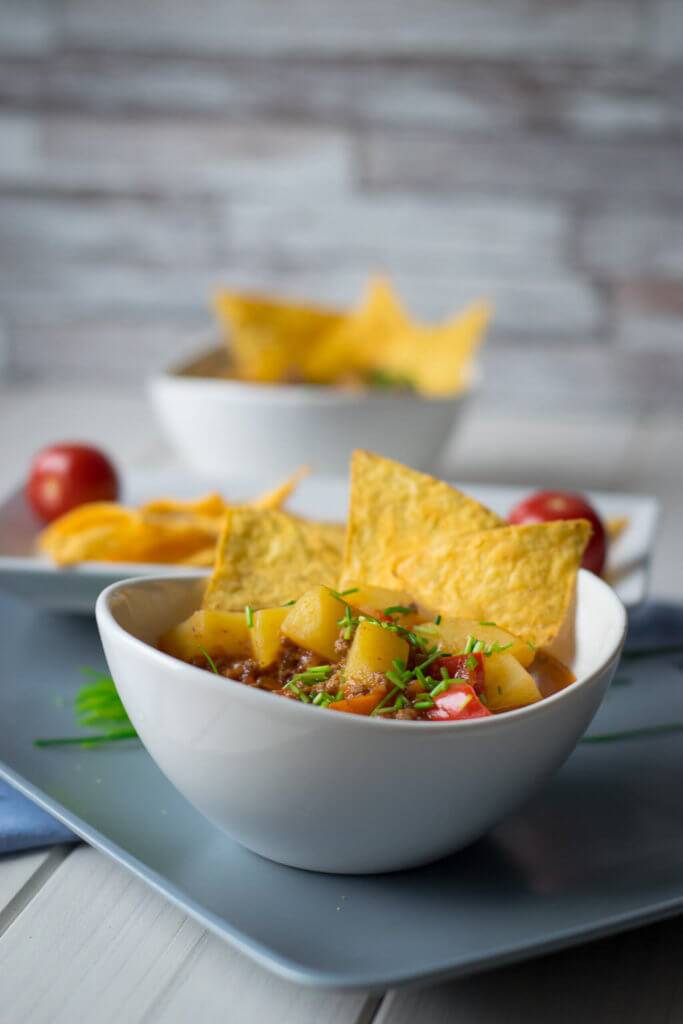 Bunter Paprikatopf mit Tortilla Chips