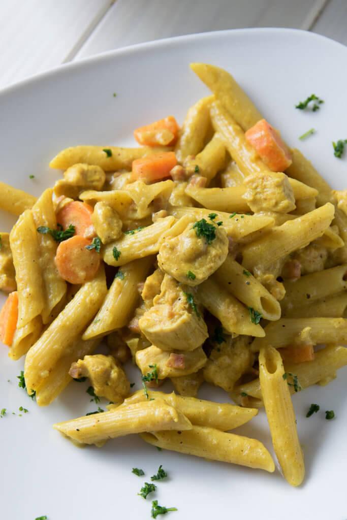 One Pot Pasta mit Mozzarella und Karotten