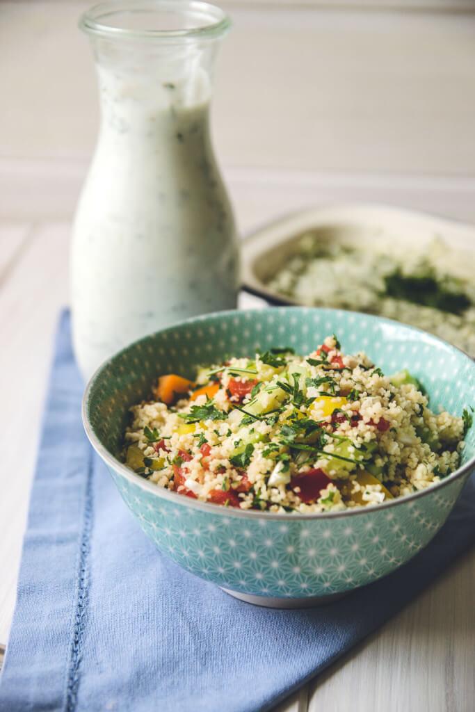 Perfekter Salat zum Grillen - Couscous mit Tomate und Gurke