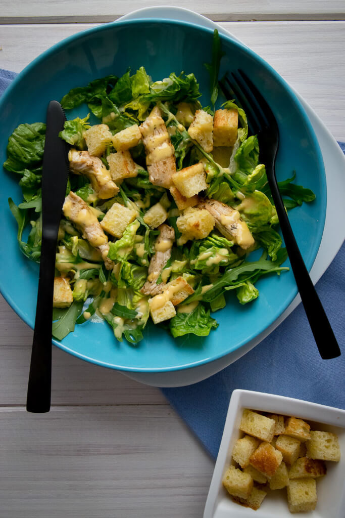genial und so lecker caesar salat mit knoblauch croutons. Black Bedroom Furniture Sets. Home Design Ideas