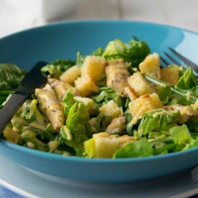 Caesar Salat mit selbstgemachten Knoblauch Croutons