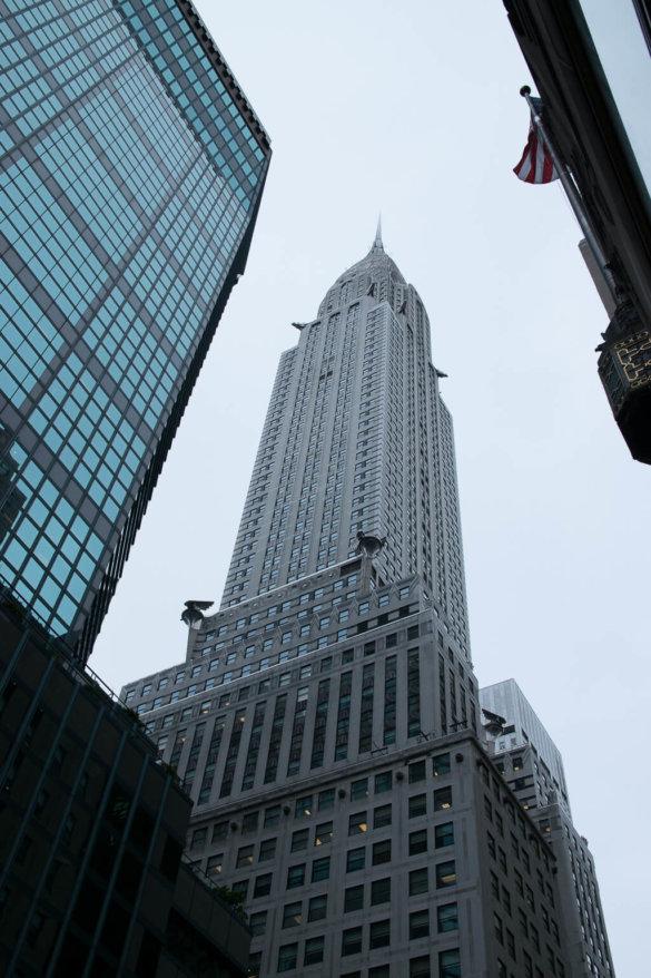 Das Empire State Building von der Straße aus