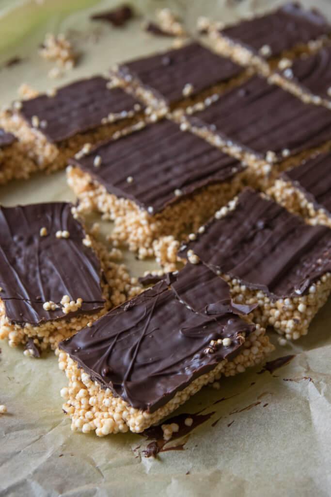 Selbstgemachte Amaranth Quinoa Riegel mit Erdnussbutter