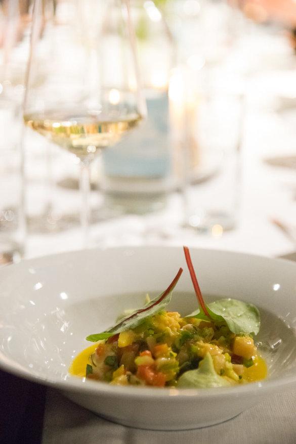 Ceviche vom Schwertfisch mit Mango , Avocado und Koriander