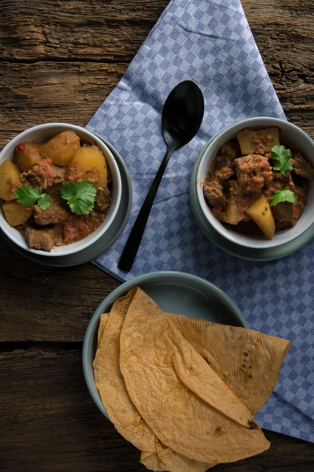 Curry Kartoffel Rindfleisch Topf mit Zimt, Sternanis und Koriander