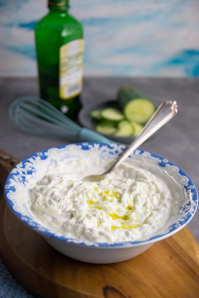 Mit diesem einfachen Rezept schmeckt dein Tzatziki wie zuhause