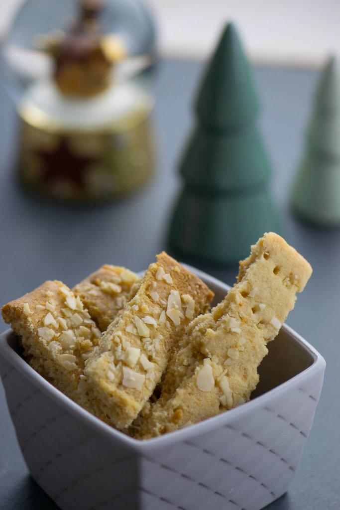 Zitronen Marzipan Shortbread für die Weihnachtszeit