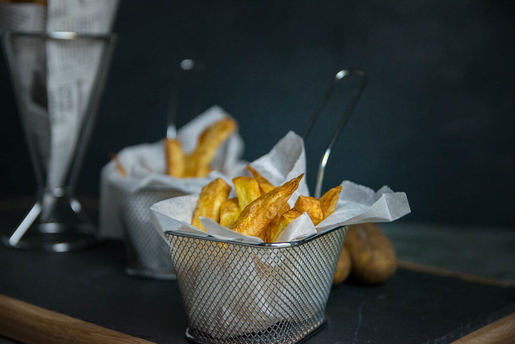 Goldgelbe Pommes einfach selber machen - ohne Fritteuse mit Öl