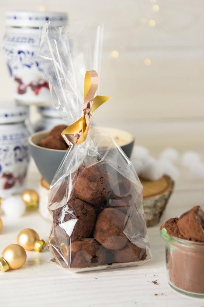 Geschenke aus der Küche - Marzipan Amarena Pralinen