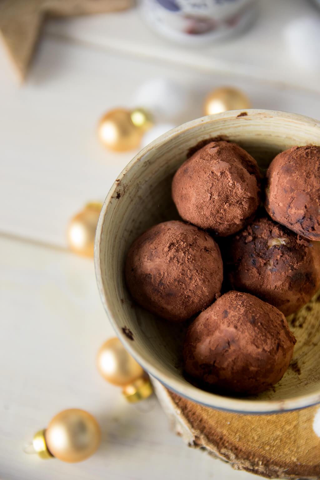 Geschenke aus der Küche – Marzipan Amarena Pralinen