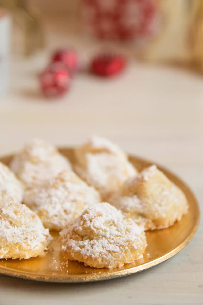 Zauberhafte Schneeberge - diese Butterplätzchen zergehen auf der Zunge #kekse #Weihnachten #plätzchen